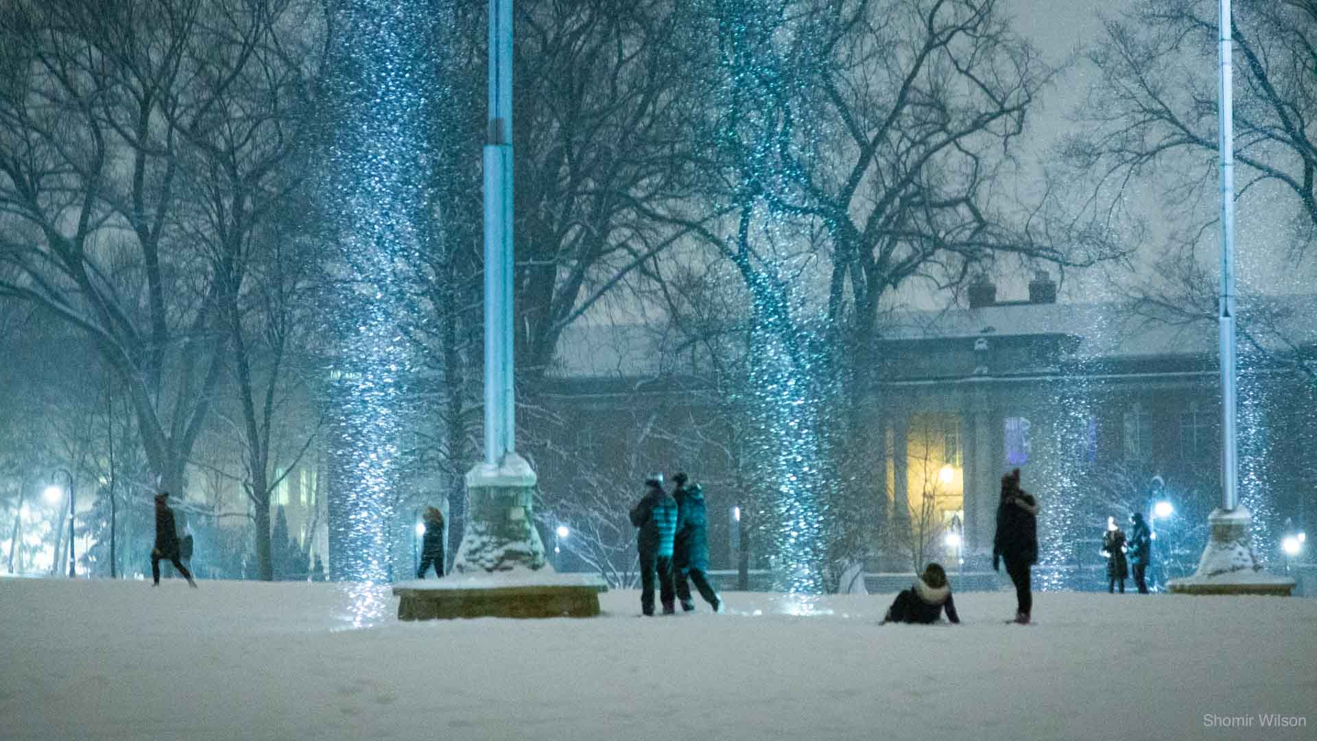 Snow and students on the front lawn of Old Main at Penn State
